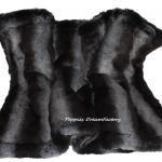 Decke aus einem luxoroesen Webpelz in schwarz-grau